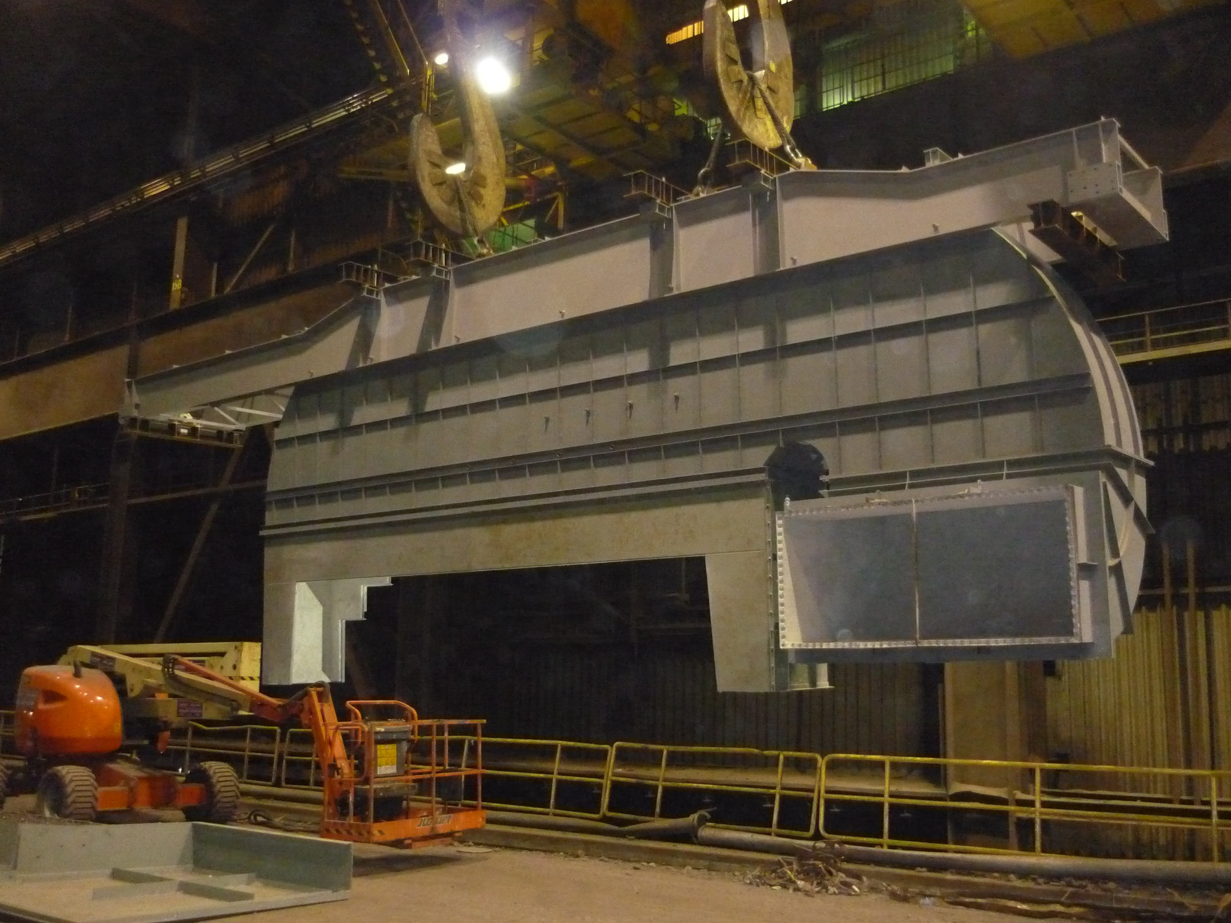 Montage Absaughaube / installation of the exhaust hood